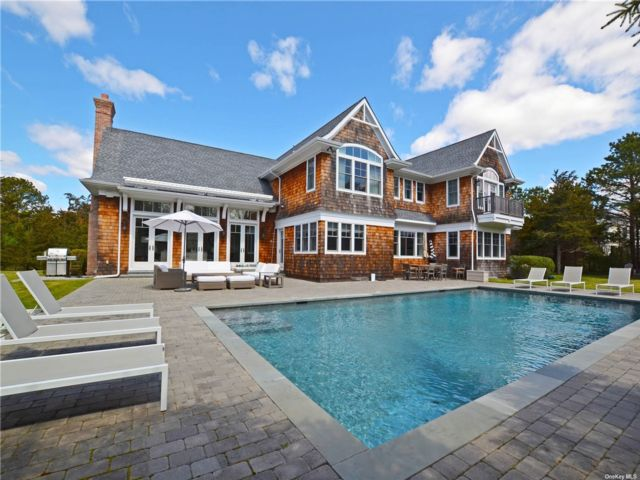 5 BR,  6.00 BTH Post modern style home in Quogue