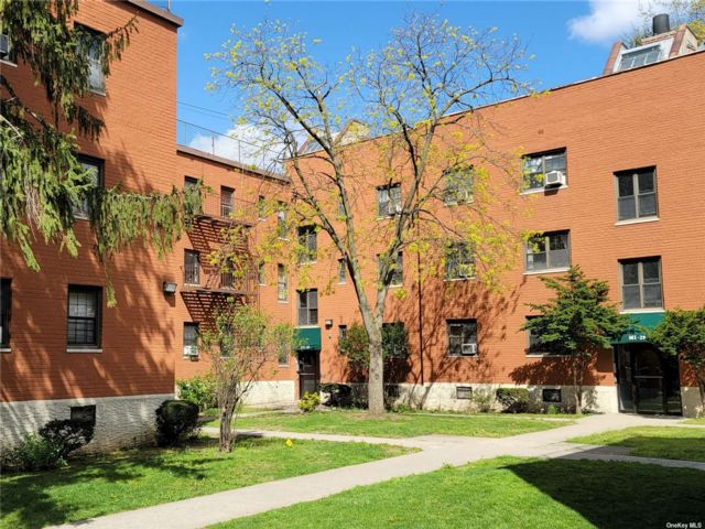 2 BR,  2.00 BTH Garden apartmen style home in Kew Garden Hills