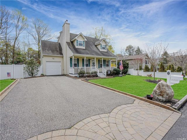 3 BR,  2.00 BTH Cape style home in Patchogue