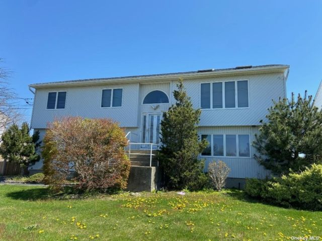 5 BR,  3.00 BTH Hi ranch style home in Seaford