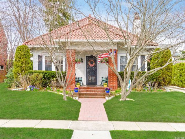 4 BR,  3.00 BTH Other style home in Rockville Centre