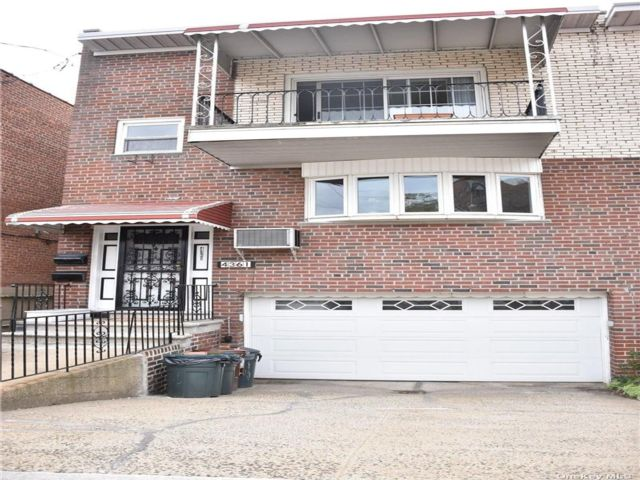 7 BR,  5.00 BTH Trilevel style home in Wakefield