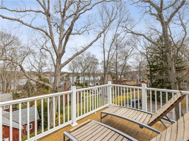 5 BR,  4.00 BTH Farmhouse style home in Southold