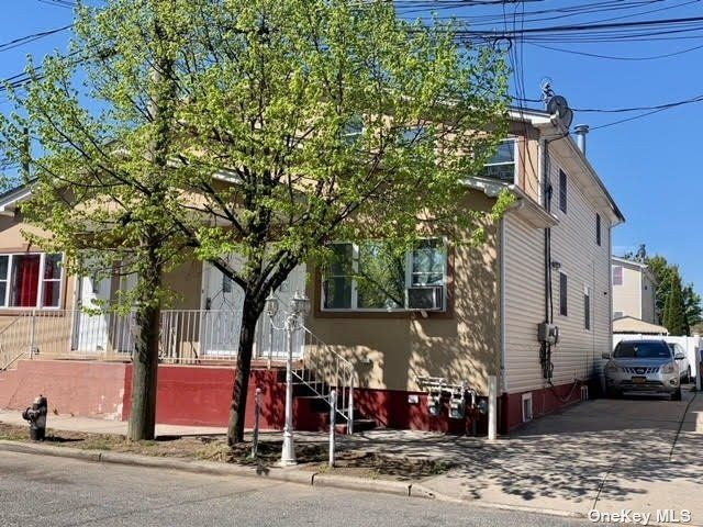 2 BR,  1.00 BTH Multi family style home in Springfield Gardens