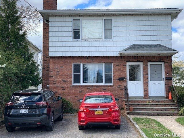 3 BR,  2.00 BTH Apt in house style home in Port Washington