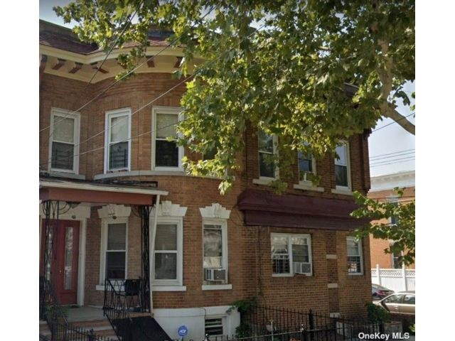 2 BR,  5.00 BTH Other style home in Woodhaven