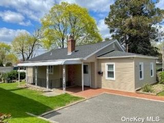 2 BR,  1.00 BTH  Bungalow style home in Glen Cove