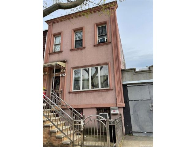 4 BR,  2.00 BTH 2 story style home in Williamsburg