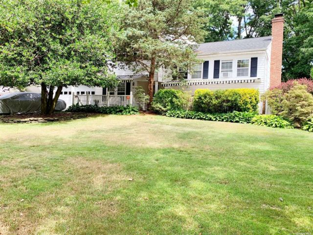 7 BR,  3.00 BTH Split level style home in Coram