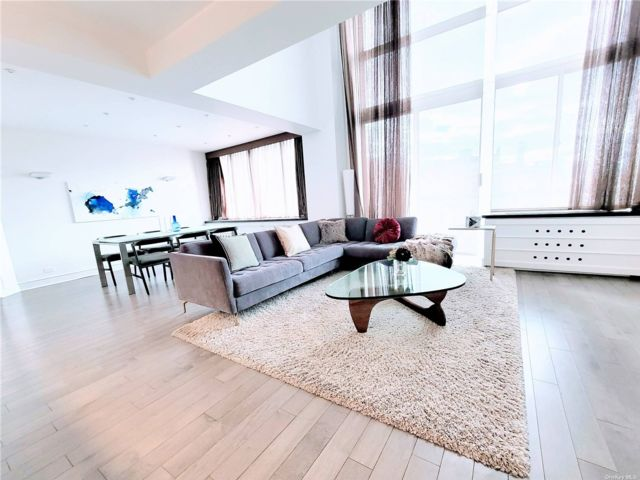 2 BR,  3.00 BTH High rise style home in New York