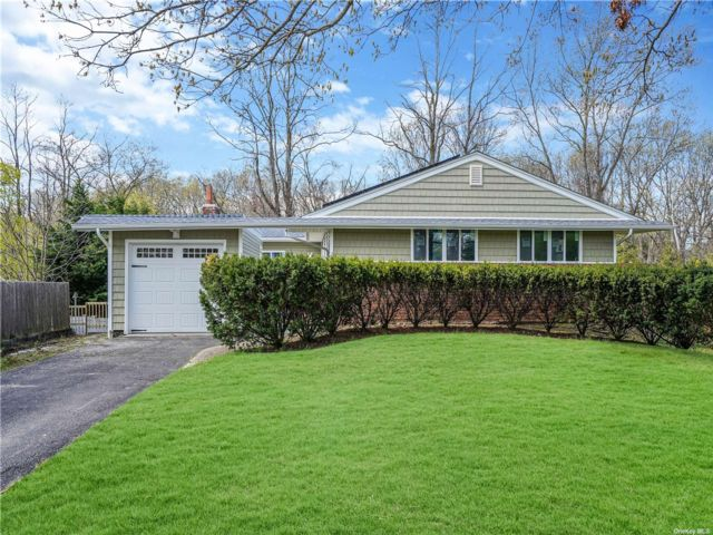 3 BR,  3.00 BTH Ranch style home in Smithtown