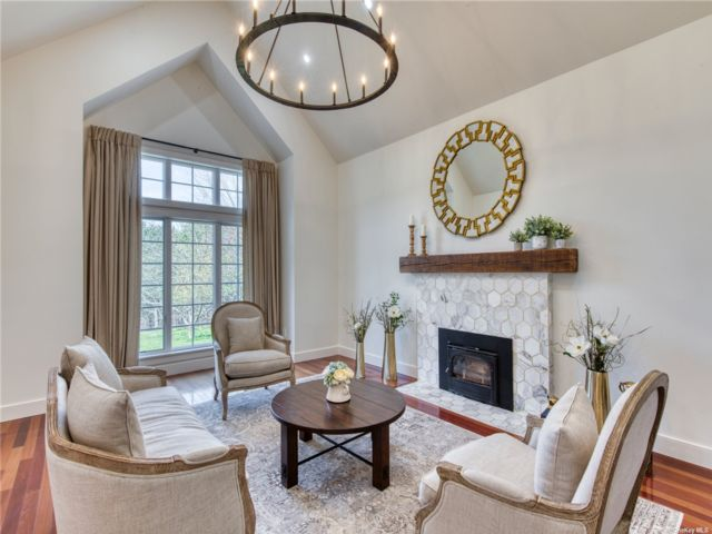 5 BR,  5.00 BTH Tudor style home in Water Mill