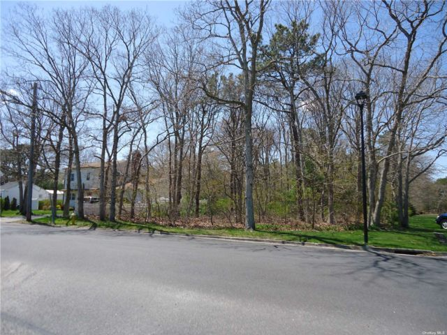Lot <b>Size:</b> 86 X 487 Land style home in Patchogue
