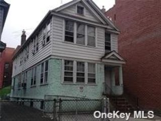 6 BR,  4.00 BTH 2 story style home in Flushing