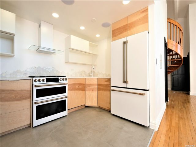 2 BR,  2.00 BTH High rise style home in Carroll Gardens
