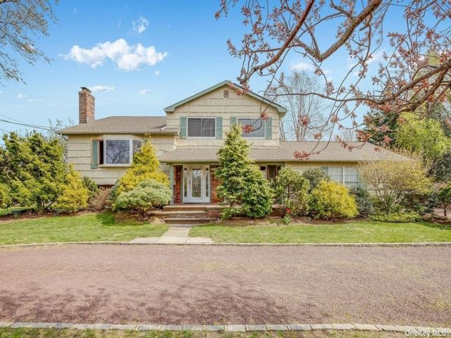 3 BR,  3.00 BTH  Split level style home in Glen Cove