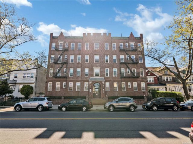 2 BR,  1.00 BTH Mid rise style home in South Ozone Park