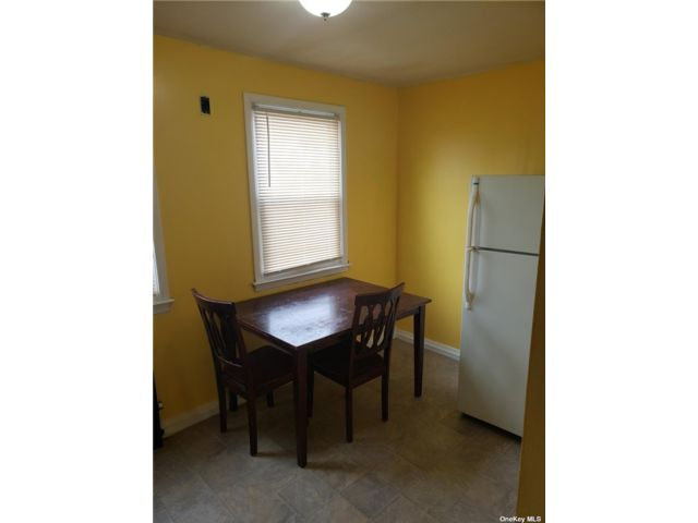 1 BR,  1.00 BTH Apt in house style home in St. Albans