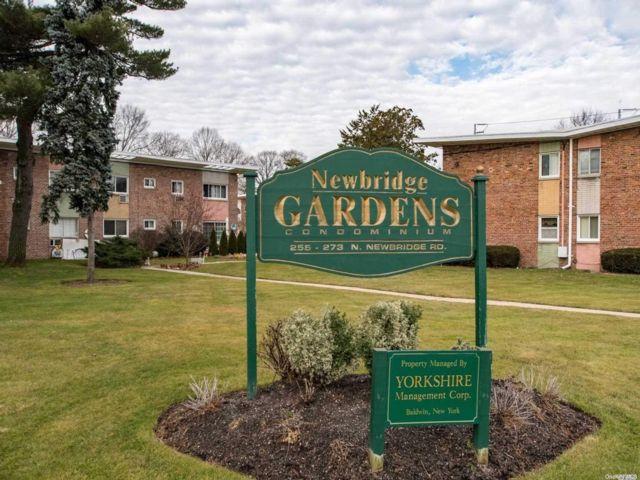 2 BR,  2.00 BTH Garden apartmen style home in Levittown