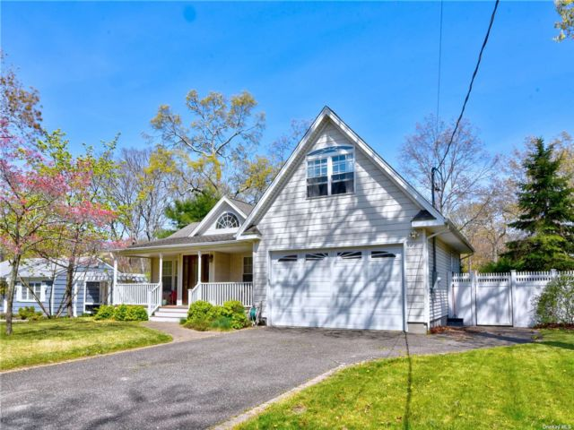 3 BR,  2.00 BTH Exp ranch style home in Lake Grove
