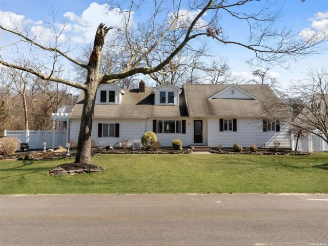 5 BR,  3.00 BTH Farm ranch style home in Oakdale