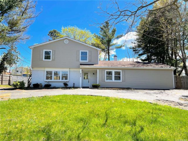 4 BR,  4.00 BTH  Colonial style home in Coram