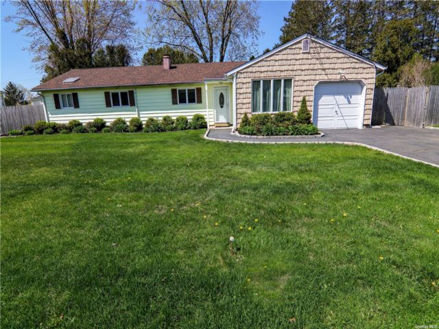 3 BR,  2.00 BTH Ranch style home in South Setauket