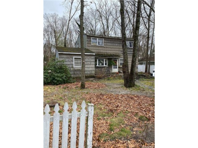 3 BR,  1.00 BTH 2 story style home in Ridge