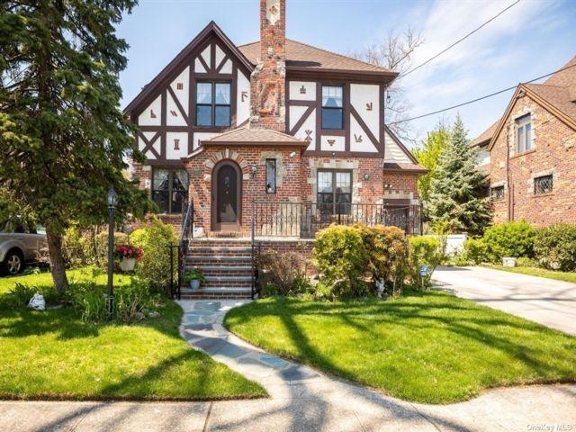 4 BR,  3.00 BTH Tudor style home in Lynbrook