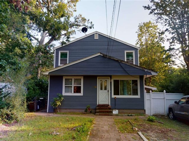 5 BR,  3.00 BTH Exp ranch style home in Selden