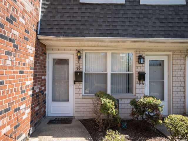 1 BR,  1.00 BTH Townhouse style home in Farmingdale