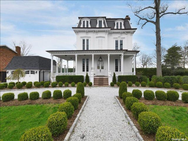 7 BR,  4.00 BTH Victorian style home in Garden City