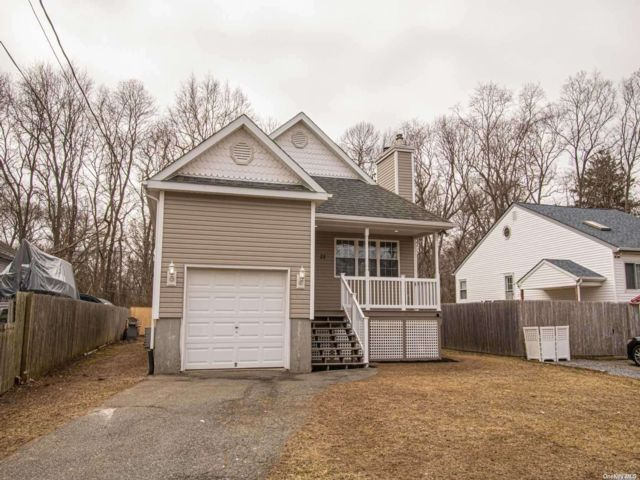 5 BR,  3.00 BTH Ranch style home in Mastic Beach