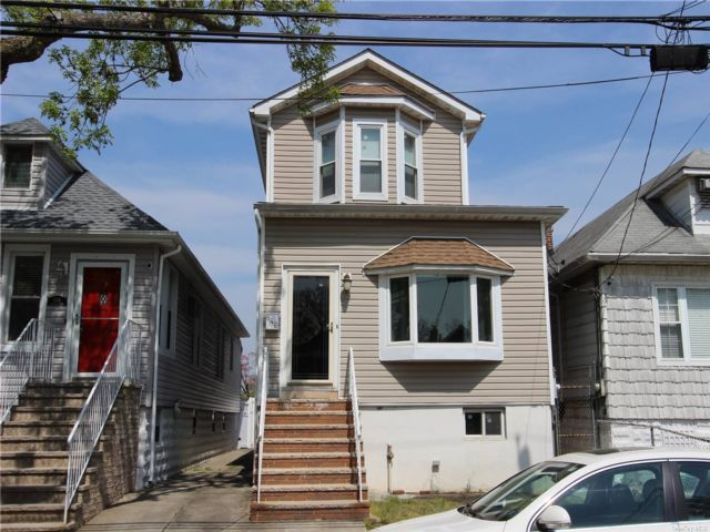 2 BR,  3.00 BTH  Colonial style home in Throggs Neck
