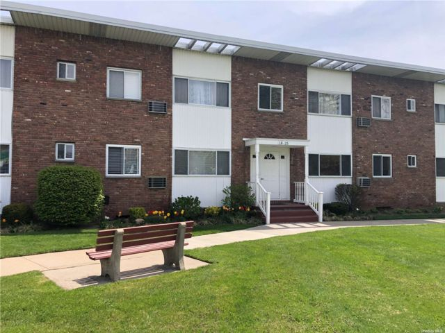 1 BR,  1.00 BTH Other style home in Smithtown