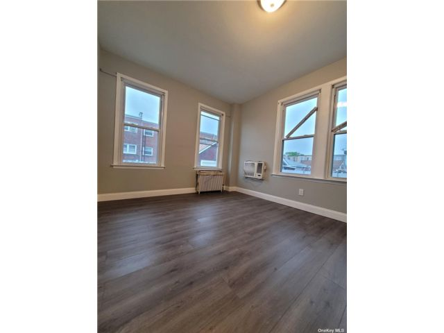 4 BR,  1.00 BTH Apt in house style home in Ozone Park