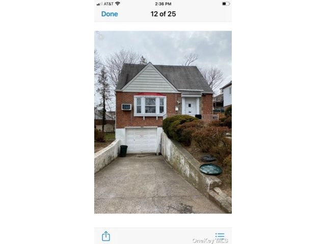 4 BR,  2.00 BTH Colonial style home in Jamaica Estates