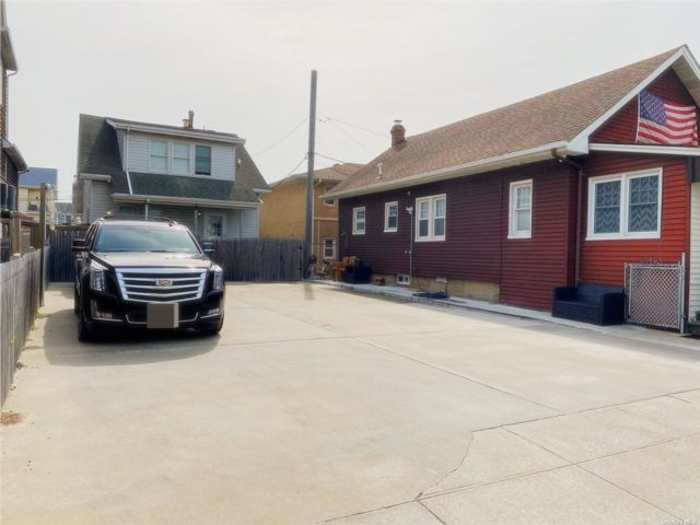 5 BR,  3.00 BTH  Other style home in Long Beach