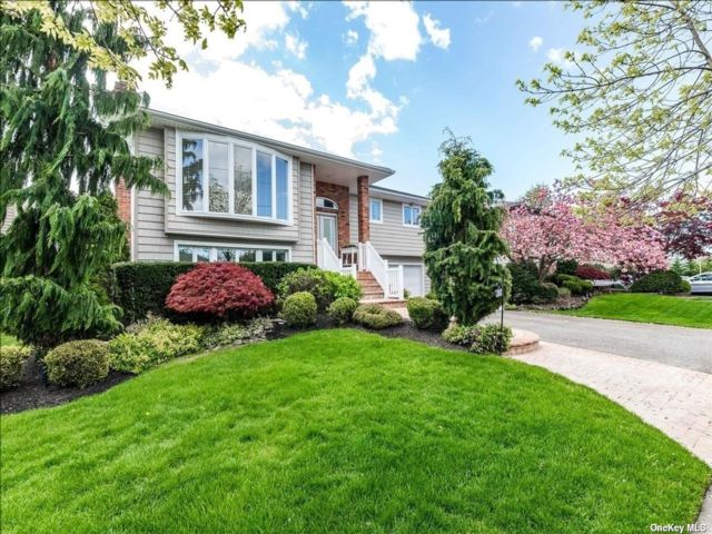 3 BR,  3.00 BTH Hi ranch style home in Bellmore