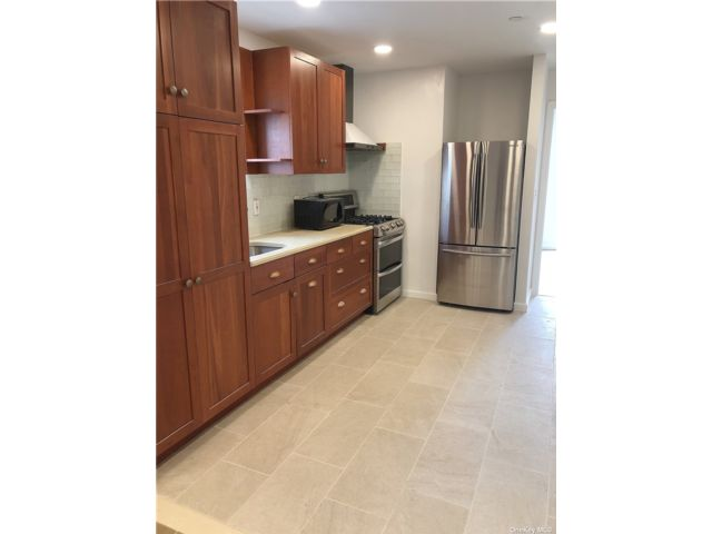 3 BR,  1.00 BTH Contemporary style home in Woodside