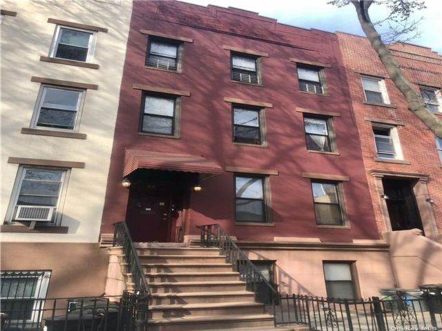4 BR,  4.00 BTH  Townhouse style home in Carroll Gardens