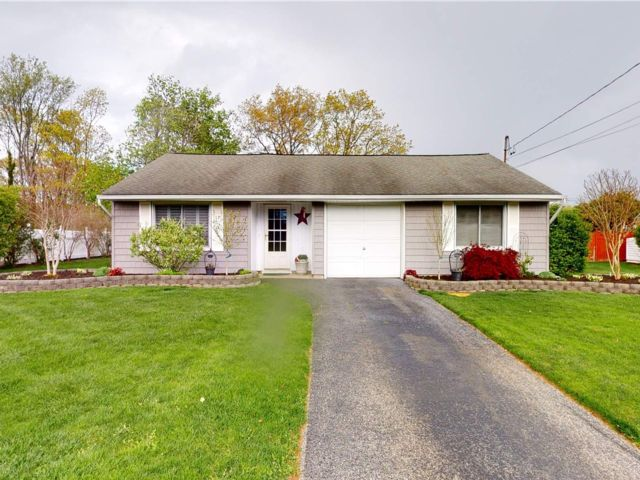 3 BR,  2.00 BTH Ranch style home in Selden