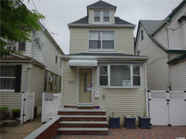 2 BR,  3.00 BTH  Colonial style home in Rego Park