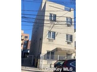 14 BR,  8.00 BTH Contemporary style home in Woodside