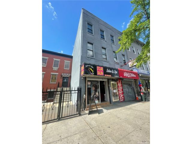 10 BR,  7.00 BTH  Store+dwell style home in Bushwick