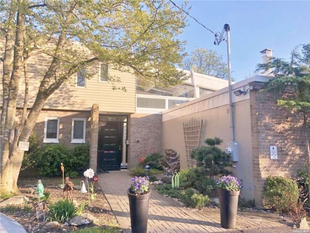 4 BR,  4.00 BTH Contemporary style home in Woodsburgh