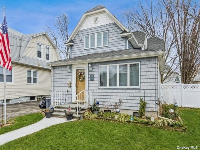 3 BR,  2.00 BTH Colonial style home in Hicksville