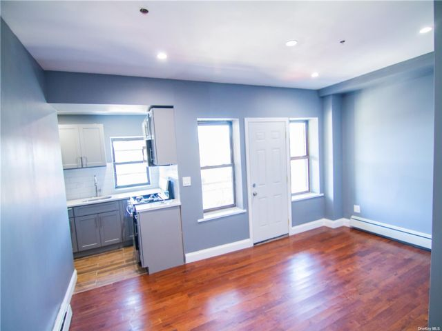 3 BR,  1.00 BTH  Apt in bldg style home in East New York