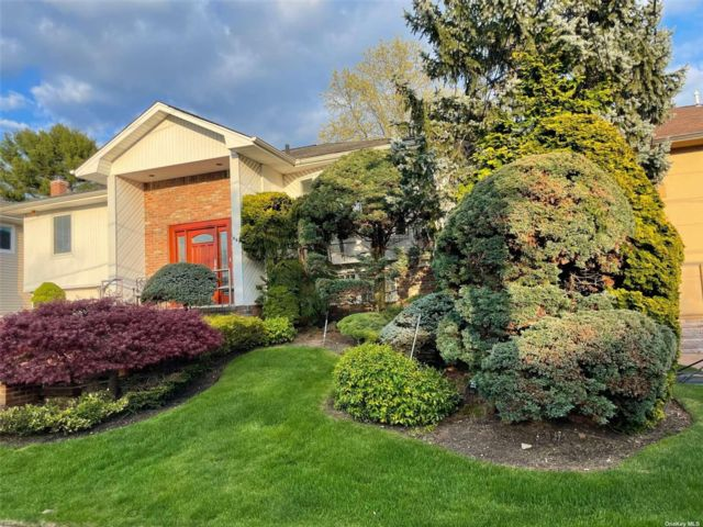 5 BR,  3.00 BTH Hi ranch style home in Woodmere