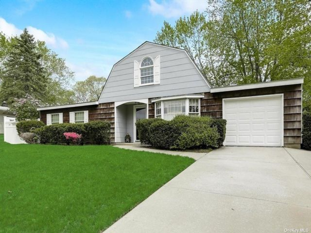 3 BR,  2.00 BTH Exp ranch style home in Farmingville